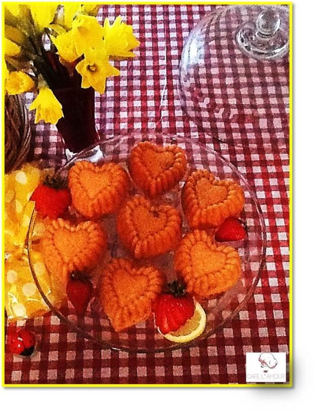 03-22-2015 Le Petit Coeur Cakelettes - Strawberry Lemonade Picnic - Pedestal
